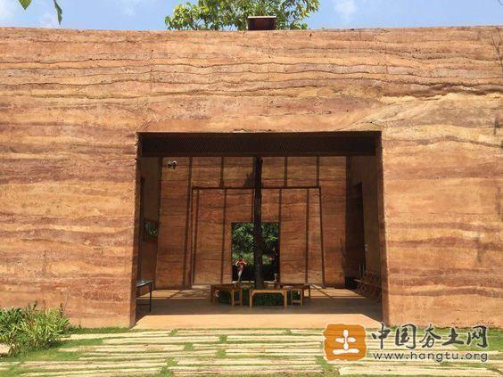 现代彩色夯土墙