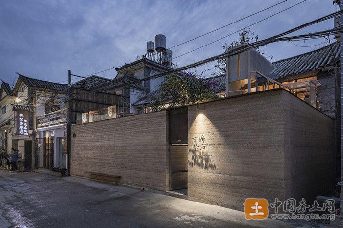 现代夯土墙餐厅