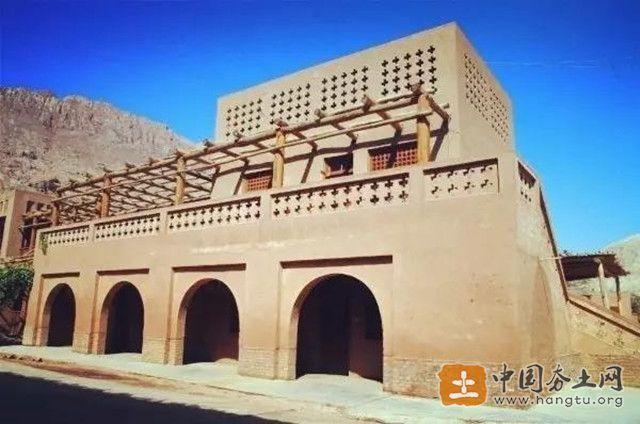 新疆夯土墙