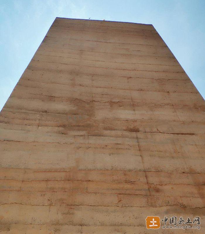现代新型夯土墙
